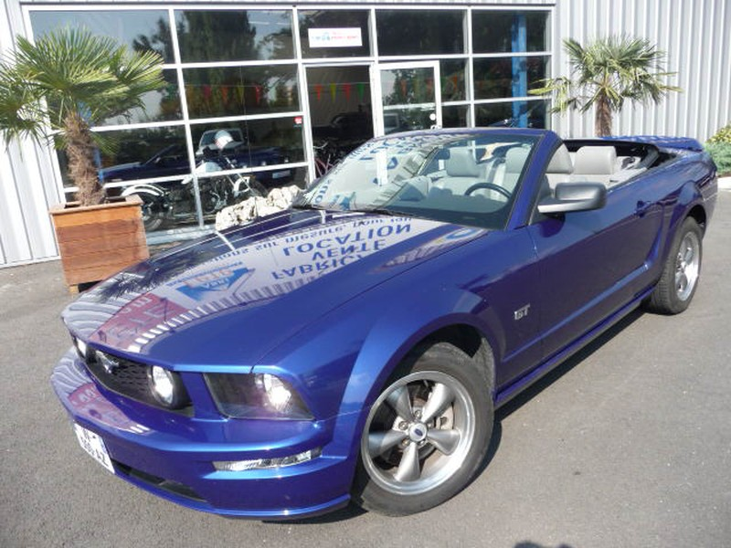 FORD MUSTANG GT CAB PREMIUM