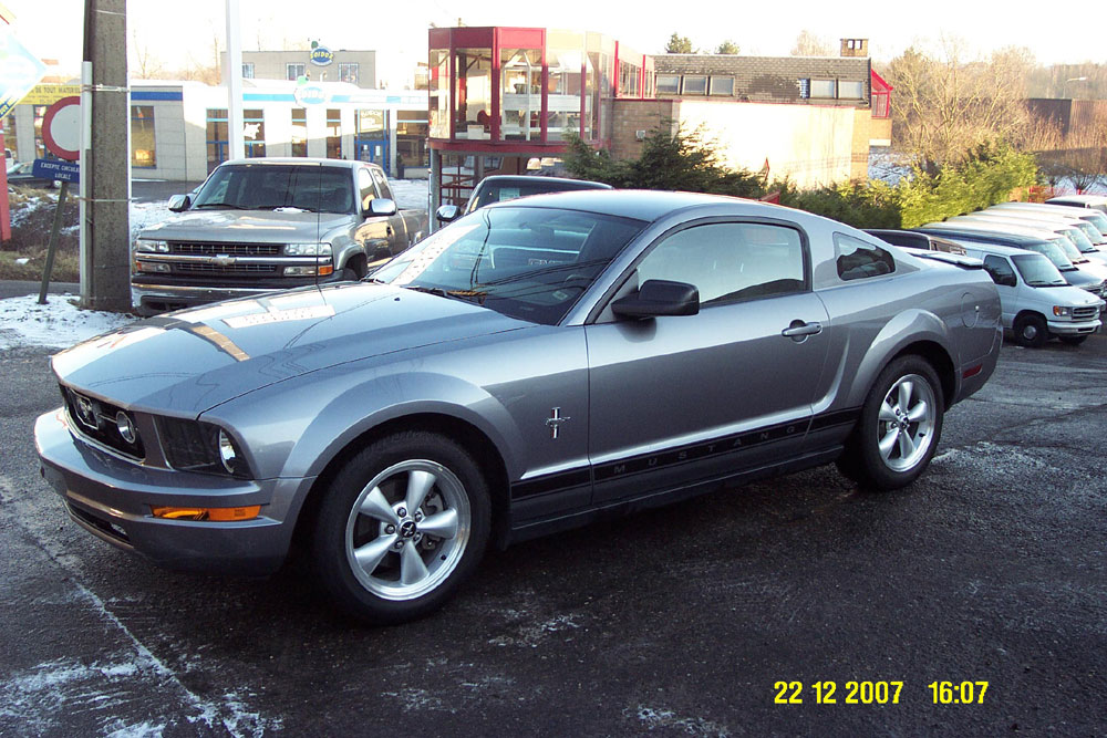 FORD MUSTANG COUPE V6 PONY