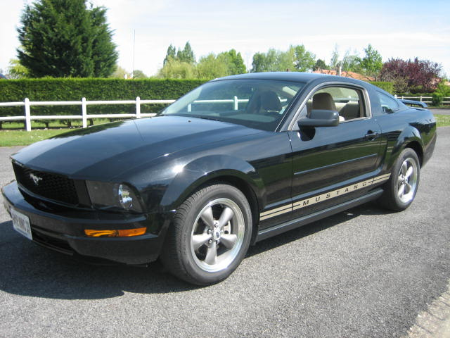 FORD MUSTANG COUPE 4 L
